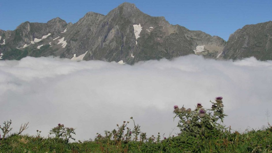 sea of clouds from the Pic de Fonta and views of Mont Valier