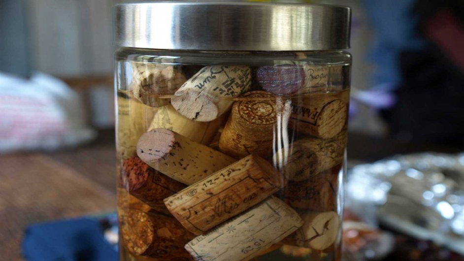Jar with corks to ignite the fire